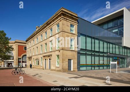 Ashton-under-Lyne town centre Tameside One office building mixing old sandstone office with modern contemporary architecture - Stock Photo