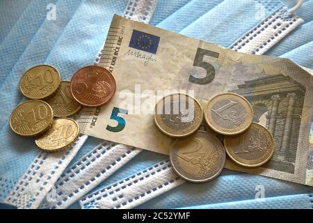 Munich, Deutschland. 30th June, 2020. Minimum wages in Germany should rise in four stages to 10 euros and 45 cents. | usage worldwide Credit: dpa/Alamy Live News - Stock Photo
