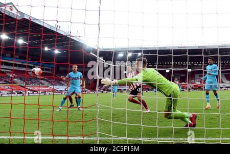 Tottenham Hotspur's Harry Kane (left) scores his side's first goal of the game during the Premier League match at Bramall Lane, Sheffield. - Stock Photo