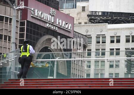 "New York City, USA. 30th June, 2020. A security guard stands on the empty red ""TKTS"" steps at Duffy Square in Times Square are closed to the general public to prevent people from being close together in the time of the COVID-19 pandemic, New York, NY, June 30, 2020. Announced by the Broadway League, Broadway shows and performances have been closed down through the end of 2020, due to the worldwide COVID-19 pandemic. (Anthony Behar/Sipa USA) Credit: Sipa USA/Alamy Live News - Stock Photo"
