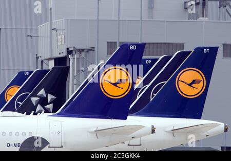 02 July 2020, Brandenburg, Schönefeld: Aircraft of the airline Lufthansa stand side by side at the edge of the tarmac. Photo: Soeren Stache/dpa-Zentralbild/ZB - Stock Photo