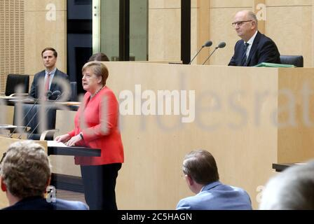 Berlin, Germany. 03rd July, 2020. Chancellor Angela Merkel gives a speech in the Bundesrat on the objectives of the EU Council Presidency, Dietmar Woidke (SPD, r), President of the Bundesrat, follows the speech. (Photographed through a window) Credit: Wolfgang Kumm/dpa/Alamy Live News - Stock Photo