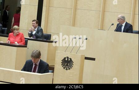 Berlin, Germany. 03rd July, 2020. Dietmar Woidke (SPD, top r), President of the Bundesrat, welcomes Chancellor Angela Merkel (CDU) in the plenary chamber of the Bundesrat, who is seated in front of the government spokesman Steffen Seibert (top, l). The meeting will focus on the EU Council Presidency. Credit: Wolfgang Kumm/dpa/Alamy Live News Stock Photo