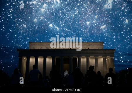 Washington, USA. 04th July, 2020. Fireworks fill the night sky behind the Lincoln Memorial in Washington, DC, during President Trump's Salute to America Independence Day celebration, on July 4, 2020, amid the coronavirus pandemic. Following a divisive speech by Trump at Mt. Rushmore the night before and weeks-long protests nationwide, the President's Salute to America celebration went forward despite CDC warnings and numerous objections from local officials. (Graeme Sloan/Sipa USA) Credit: Sipa USA/Alamy Live News - Stock Photo