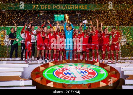 04.07.2020, xkvx, Fussball DFB Pokal Finale, Bayer 04 Leverkusen - FC Bayern Muenchen emspor, v.l. Bayern Spieler jubeln / jubelt nach Spielende / celebrate at the end of the match, Manuel Neuer (FC Bayern Muenchen) mit dem Pokal  Foto: Kevin Voigt/Jan Huebner/Pool  (DFL/DFB REGULATIONS PROHIBIT ANY USE OF PHOTOGRAPHS as IMAGE SEQUENCES and/or QUASI-VIDEO - Editorial Use ONLY, National and International News Agencies OUT) - Stock Photo