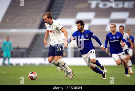 Tottenham Hotspur's Harry Kane (left) and Everton's Andre Gomes during the Premier League match at the Tottenham Hotspur Stadium, London. - Stock Photo