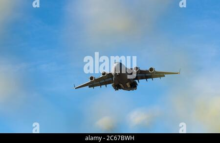 A Royal Air Force C-17 Globemaster transport aircraft on approach to Kendrew Barracks, the former RAF Cottesmore, Rutland - Stock Photo