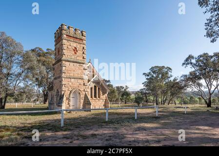 The beautiful sandstone Havilah Memorial Church on Lue road between Mudgee and Rylstone is close to a couple of rural farm houses and little else - Stock Photo