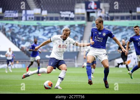 Tottenham Hotspur's Harry Kane (left) and Leicester City's Ryan Bennett battle for the ball during the Premier League match at the Tottenham Hotspur Stadium, London. - Stock Photo