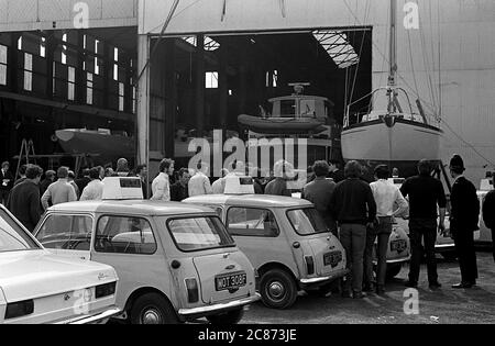 AJAXNETPHOTO. 27TH APRIL, 1970. GOSPORT, ENGLAND. - BOMB HOAX DURING PRINCESS VISIT - POLICE SEARCH CAMPER & NICHOLSON'S YACHT YARD AND SHEDS FOLLOWING ALARM OF A BOMB PLANTED DURING VISIT BY HRH PRINCESS ALEXANDRA, THE HONOURABLE LADY OGILVY, WHO WAS ON SITE TO NAME THE YACHT LUTINE. ALARM TURNED OUT TO BE A HOAX.PHOTO:JONATHAN EASTLAND/AJAXREF:357031_202206_14 - Stock Photo