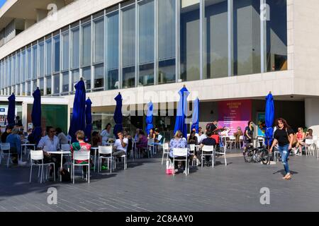 London, UK. 22nd July, 2020. Cafes and outdoor bars at the Southbank Centre are starting to fill, with tables set at a safe distance and bar staff wearing visors to keep guests safe. Mask wearing and social distancing appear to become 'the new normal' as more and more people get used to the new guidelines and recommendations in place. Credit: Imageplotter/Alamy Live News Stock Photo