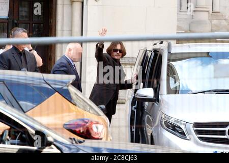 London, UK. 22nd July, 2020. Johnny Depp leaving the High Court of Justice on charges of defamation versus The Sun newspaper. London, 07/22/2020 | usage worldwide Credit: dpa/Alamy Live News Stock Photo