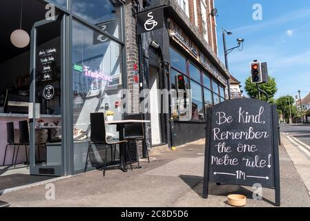 Be kind, remember the one metre rule, chalk blackboard sign outside open restaurant in Westcliff on Sea, Southend Essex, UK. Frank & Lunas coffee shop - Stock Photo