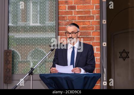 LÜBECK. Gemeinsam mit dem Beauftragten für jüdisches Leben in Schleswig-Holstein, Peter Harry Carstensen, besuchte Kulturministerin Karin Prien heute