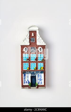 Delft blue shop souvenir.