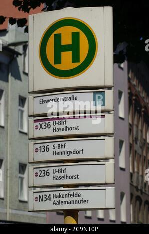 Eine Bushaltestelle der BVG: BVG-Haltestelle Eiswerderstraße in Berlin-Spandau
