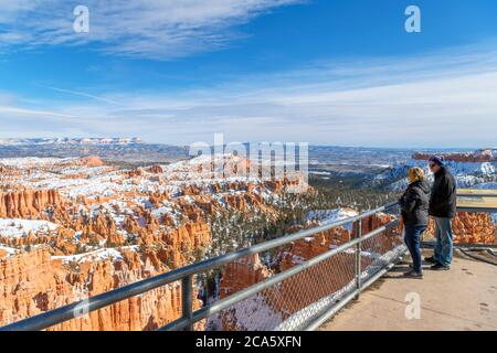 View from Sunset Point scenic lookout, Bryce Amphitheater, Bryce Canyon National Park, Utah, USA