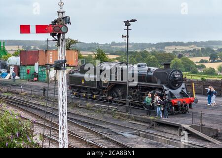 76017 - British Railways Standard Class 4MT steam locomotive at Ropley Station on the Mid-Hants Steam Railway (the Watercress Line), Hampshire, UK - Stock Photo