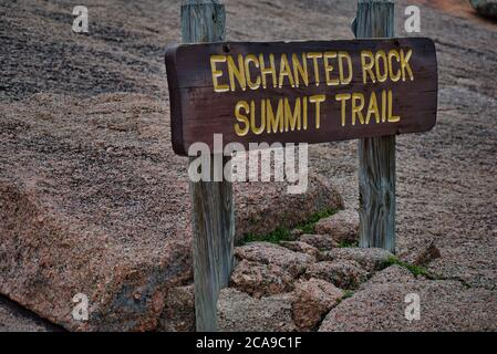 Enchanted rock texas summit trail sign - Stock Photo