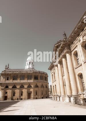 Black and White, University of Oxford, The Sheldonian Theatre and, Clarendon Building, Oxford, Oxfordshire, England, UK, GB. - Stock Photo