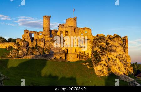 Ogrodzieniec Castle in Poland In the rays of the rising sun The castle is part of the system of strongholds known as the Eagles' Nests - Stock Photo