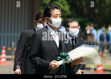 Japanese Prime Minister Shinzo Abe visits the Chidorigafuchi National Cemetery to lay flowers on 75th Anniversary of World War II in Tokyo, Japan, on 15 August 2020. Credit: Motoo Naka/AFLO/Alamy Live News - Stock Photo