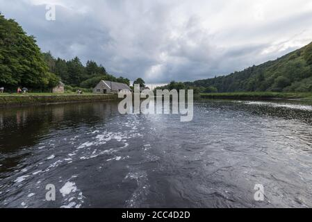 River Tavy just below Lopwell Dam showing the Old Pump House on the left. - Stock Photo