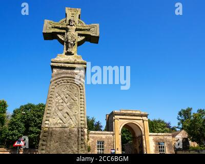 Saxon Cross and Rudding Gates former entrance to Rudding Park Estate in Follifoot near Harrogate North Yorkshire England - Stock Photo