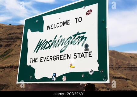 Welcome to Washington from Oregon border sign on the Lewiston Highway - Stock Photo