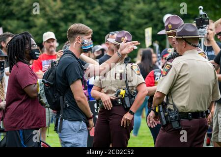 St. Paul, Minnesota. Protest to unmask minnesota.  Police break up confrontation between counter protesters wearing masks and the unmask Minnesota pro - Stock Photo