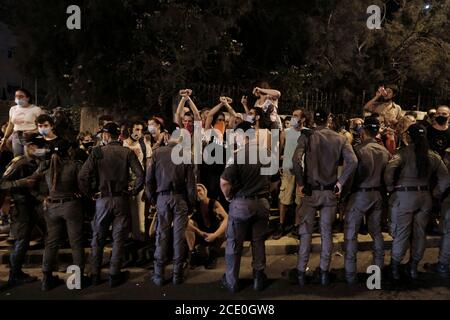 JERUSALEM, ISRAEL - AUGUST 29: Police confront protesters trying to block a road during a mass demonstration attended by over 25000 people as part of ongoing demonstrations against Prime Minister Benjamin Netanyahu over his indictment on corruption charges and handling of the coronavirus pandemic near the Prime Minister's official residence on August 29, 2020 in Jerusalem, Israel. A wave of anti-Netanyahu protests has swept Israel over the summer, with the largest weekly demonstration taking place every Saturday night in Jerusalem.