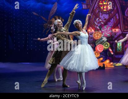 Sergei Polunin Misty Copeland The Nutcracker And The Four Realms 2018 Stock Photo Alamy