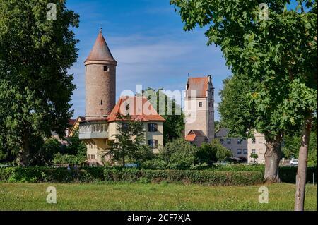 Salwarten tower and gardens in front, Nördlinger Tor behind, Dinkelsbuhl, Central Franconia, Bavaria, Germany
