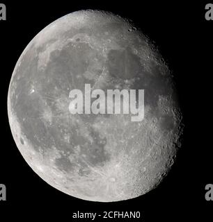 London, UK. 6 September 2020. The Waning Gibbous Corn Moon appears 90% illuminated tonight in clear sky over London. Credit: Malcolm Park/Alamy Live News - Stock Photo