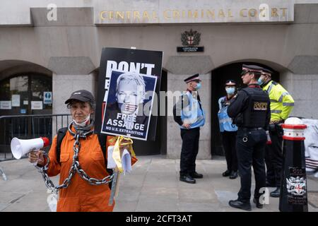 Supporters of Wikileaks founder Julian Assange protest outside London's Old Bailey court as his fight against extradition to the US has resumed, on 7th September 2020, in London, England. Assange has been in Belmarsh Prison for 16 months and is wanted over the publication of classified documents in 2010 and 2011. If convicted in the US, he faces a possible penalty of 175 years in jail. - Stock Photo