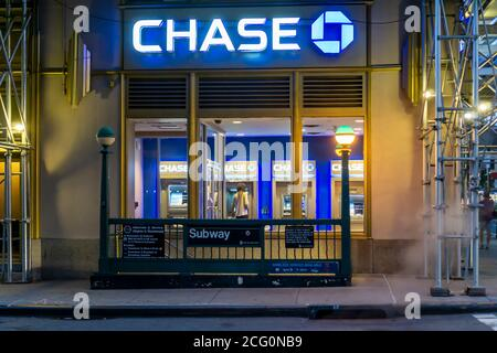 A branch of JP Morgan Chase bank in Chelsea in New York on Wednesday, September 2, 2020.  (© Richard B. Levine) - Stock Photo