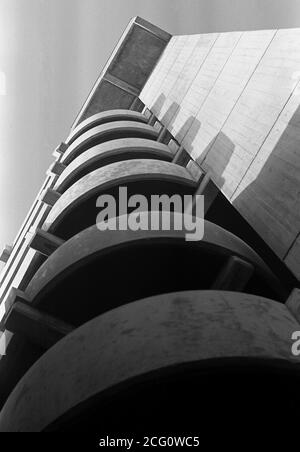 AJAXNETPHOTO. 10TH MARCH, 1968. PORTSMOUTH, ENGLAND. - 2ND UGLIEST - TRICORN COMPLEX NEAR COMMERCIAL ROAD. CONCRETE BUILDING ONCE VOTED 2ND UGLIEST IN BRITAIN. NOW (2020) DEMOLISHED.PHOTO:JONATHAN EASTLAND/AJAX REF:3568138_114 - Stock Photo