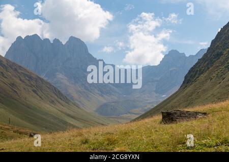 Trekking Caucasus - Chaukhi pass, from Juta to Roshka in the North of Georgia
