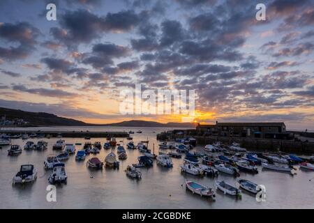 Lyme Regis, Dorset, UK. 10th Sep, 2020. UK Weather: A beautiful autumnal sunrise on a chilly morning at the coastal resort of Lyme Regis as high pressure moves into the region bringing dry and settled conditions ahead of a prediccted mini-heatwave. Credit: Celia McMahon/Alamy Live News
