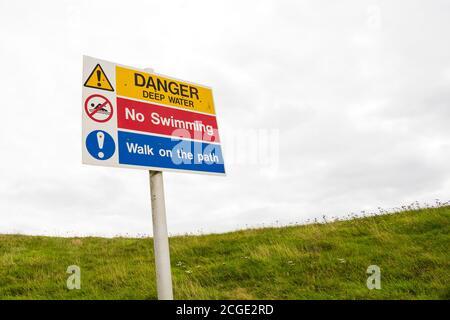 Danger, Deep water, No swimming warning sign. Holme Pierrepont, Nottingham, Nottinghamshire, England - Stock Photo