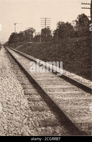 . Baltimore and Ohio employees magazine . HAI.TIMOIU: AND OHIO TRACKS EAST OF STErXF.V STATIOX. OX TIIKPHILADELPHIA DIVISIOX (This is the first of a series of pictures of standard track on the Baltimoreand Ohio System in which all the divisions will be represented) - Stock Photo