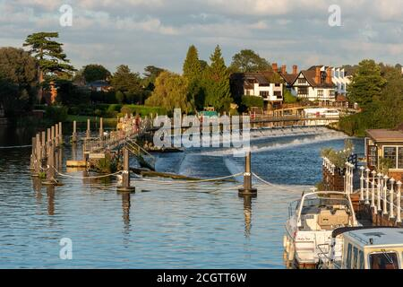 Marlow, a picturesque market town in Buckinghamshire, England, UK, on the River Thames. View of the weir - Stock Photo
