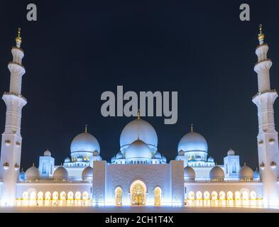 Sheikh Zayed Grand Mosque at night, Abu-Dhabi, UAE