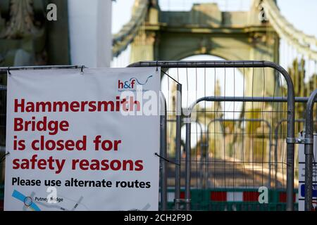 London, UK. - 13 Sept 2020: A notice warning that Hammersmith Bridge is closed. Vehicles were prohibited from using the 133-year-old cast iron bridge in April 2019 after cracks appearedi. By last month the faults had worsened and the ban was extended to pedestrians and cycles. - Stock Photo