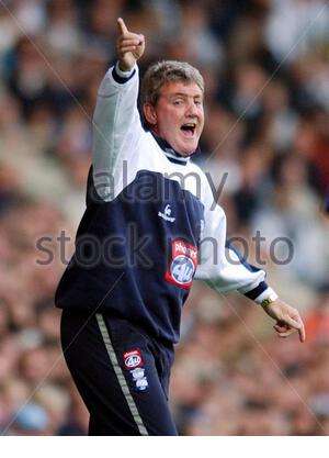File photo dated 19/10/2002 of Birmingham City manager Steve Bruce who was attacked outside his home in the early of hours of Saturday September 25 2004. Bruce is not seriously injured but is said to be shaken by the ordeal. The former Manchester United defender was set upon after going outside to investigate a disturbance. He was scratched and bruised but will be with his side for their Barclays Premiership game at Bolton tonight. See PA story SPORT Bruce. PA Photo THIS PICTURE CAN ONLY BE USED WITHIN THE CONTEXT OF AN EDITORIAL FEATURE. NO WEBSITE/INTERNET USE UNLESS SITE IS REGISTERED WITH  - Stock Photo