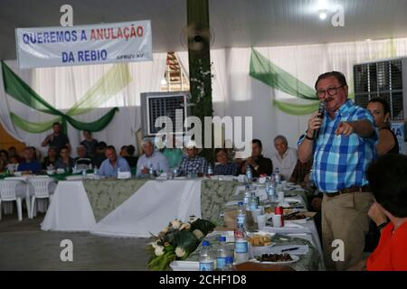 Nabhan Garcia, Vice Minister of Land Affairs at Brazil's Agriculture Ministry, gestures during a meeting with farmers in Castelo dos Sonhos, Para state, Brazil September 8, 2019. The banner reads, 'We want the cancellation of the REBIO (biological reserve)'. REUTERS/Amanda Perobelli - Stock Photo