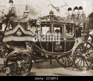 1922 - Marriage of Viscount Lascelles & - The Wedding Coach.  -------Henry George Charles Lascelles, 6th Earl of Harewood ( 1882 –  1947), styled The Honourable Henry Lascelles  and  later Viscount Lascelles, married  Mary, the Princess Royal, and in doing so became  the  son-in-law of King George V and Queen Mary ,as well as  brother-in-law to Edward VIII and George VI. - Stock Photo