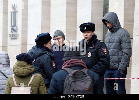 Russian law enforcement officers block the entrance to the shopping mall Tsvetnoy due to a bomb threat in Moscow, Russia November 28, 2018. REUTERS/Sergei Karpukhin - Stock Photo