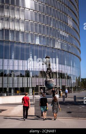 the Post Tower, headquarters of the logistics company Deutsche Post DHL Group, statue Mercurius by Markus Luepertz, Bonn, North Rhine-Westphalia, Germ
