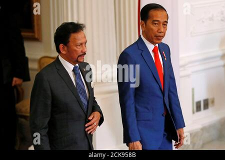 Brunei's Sultan Hassanal Bolkiah and Indonesian president Joko Widodo walk during a meeting at the Presidential Palace in Jakarta, Indonesia, October 20, 2019. REUTERS/Willy Kurniawan